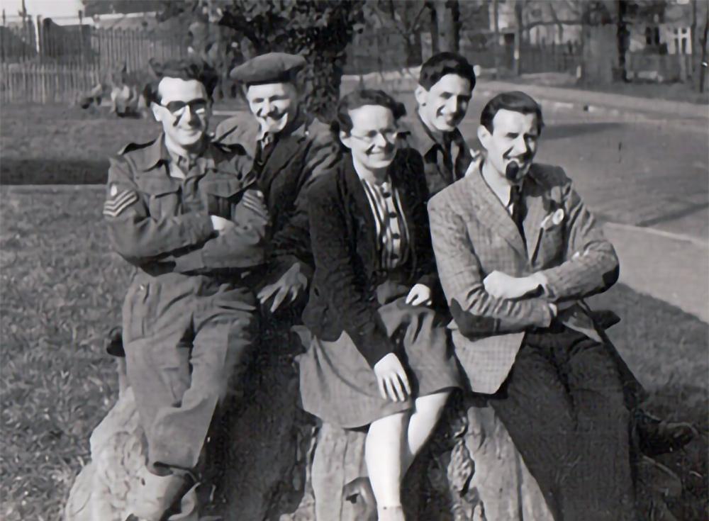 Joan Clarke con sus colegas de Bletchley Park en marzo de 1946.